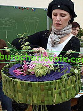 Künstlerischer Blumenstrauß auf einem dekorativen Rahmen