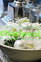 Коледни аранжировки с цветя